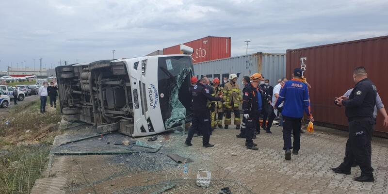 Son dakika... Bursa'da işçileri taşıyan servis aracı kaza yaptı: Ölü ve yaralılar var