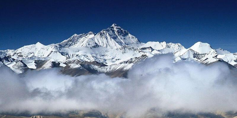 Çin, Everest Dağı'na tırmanışı iptal ettiğini açıkladı