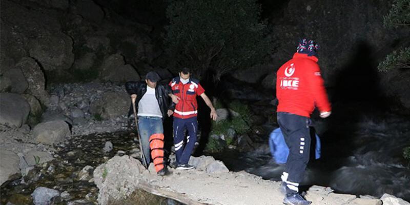 Pancar toplarken kayalıktan düştü, 3 saatte kurtarıldı