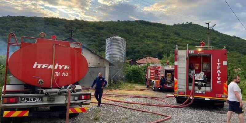 Tavuk çiftliğinde yangın; 10 bin 500 civciv öldü