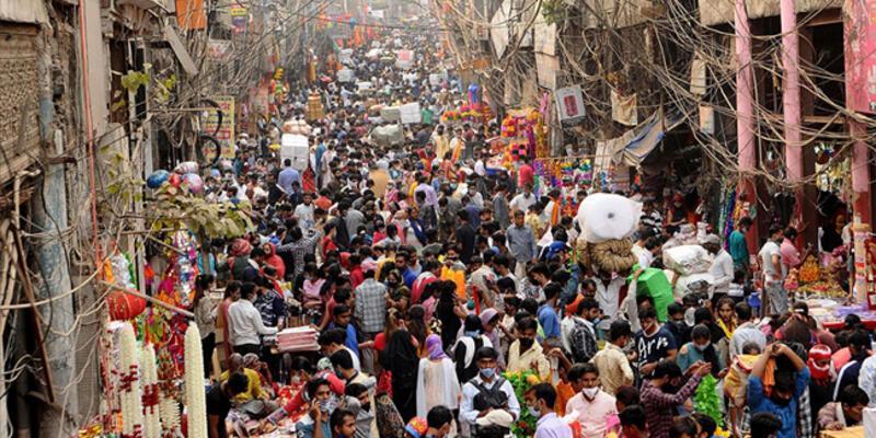 Hindistan'da salgında yeni rekor: son 24 saatte 4 bin 329 ölüm