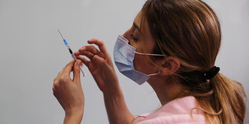 AB ülkelerinde 200 milyon dozun üzerinde COVID-19 aşısı uygulandı