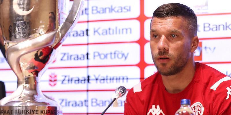 Son dakika... Antalyaspor'da Podolski'yle yollar ayrılıyor