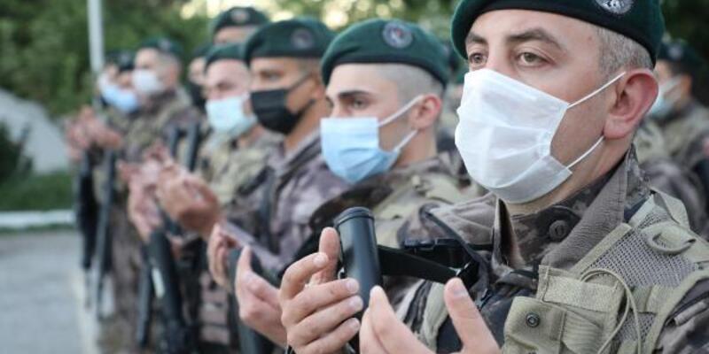 Özel harekat polisleri dualarla Suriye'ye uğurlandı
