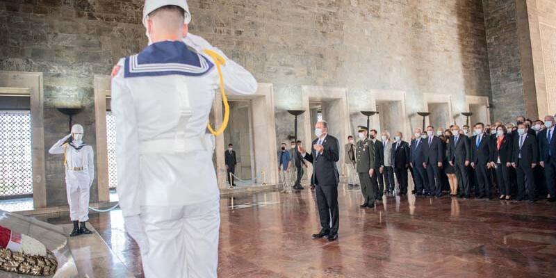 Muharrem İnce'den Anıtkabir'e ziyaret