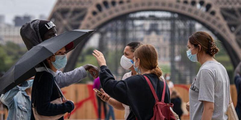 Fransa'da son 24 saatte 12 bin 611 Kovid-19 vakası tespit edildi