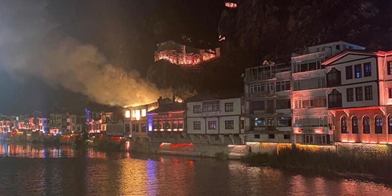 Amasya'da tarihi evlerin olduğu alanda yangın