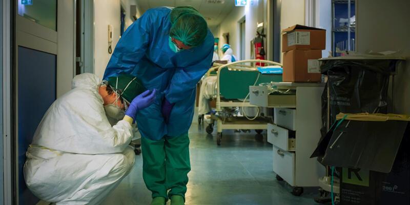 Son dakika... DSÖ: COVID-19'la mücadelede dünyada en az 115 bin sağlık çalışanı hayatını kaybetti