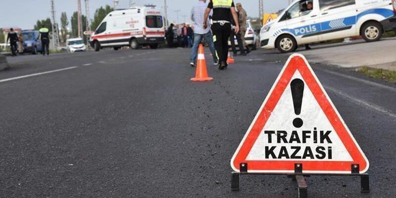İzmir'de kamyonetler çarpıştı: 1 ölü, 2 yaralı