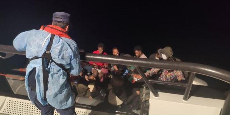 Dikili'de 23 kaçak göçmen kurtarıldı