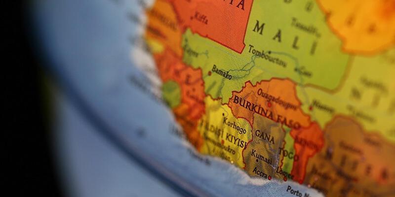 SON DAKİKA! Mali'de Geçiş Konseyinin Başkanı ve Başbakan askeri kampa götürüldü!