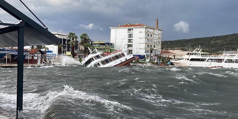 Ayvalık'ta fırtınadan zarar gören vatandaşlar için 436 bin TL kaynak aktarıldı