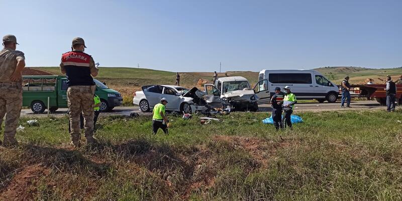 Tokat'ta hafif ticari araç ile otomobil çarpıştı: 4 ölü, 6 yaralı