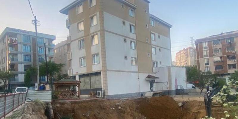 İstinat duvarı çöken 5 katlı bina boşaltıldı