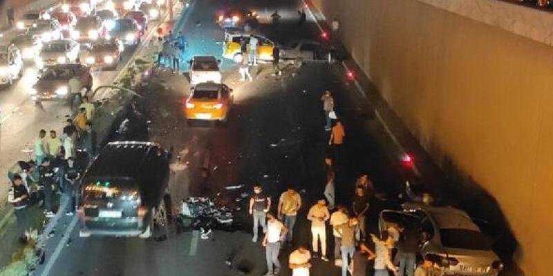 Diyarbakır'da 5 aracın karıştığı kazada 2 ölü, 8 yaralı