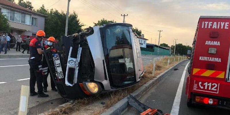 Kaçak göçmenleri taşıyan kamyonet, traktörle çarpıştı