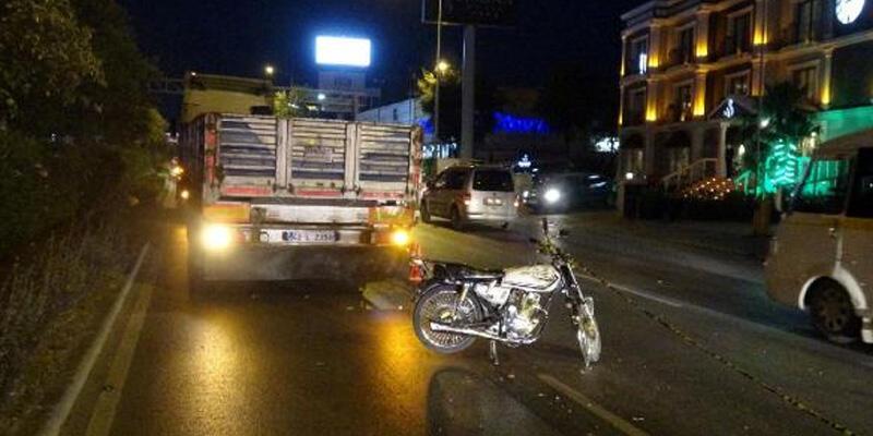Motosiklet, TIR'a çarptı: 1 ölü, 1 yaralı