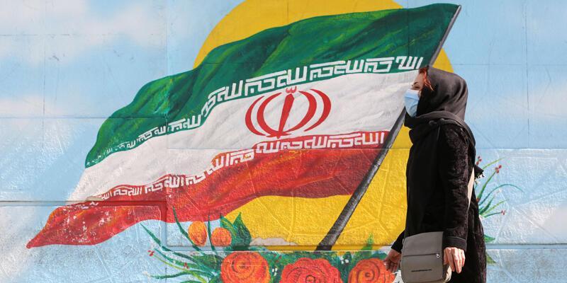 İran'da son 24 saatte COVID-19'dan 165 kişi hayatını kaybetti