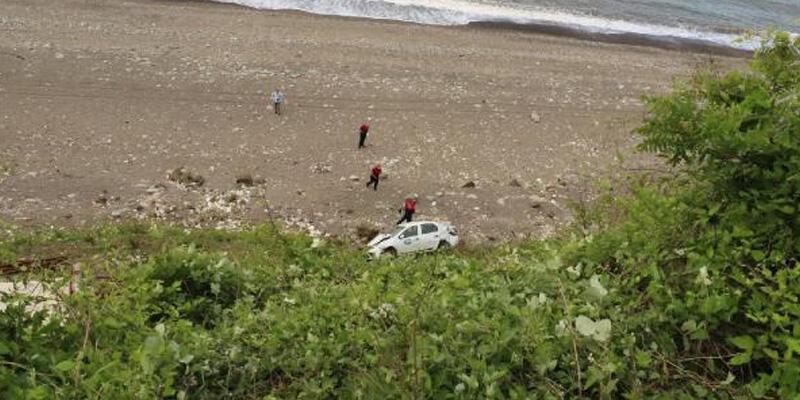 Deniz manzarasını izlerken otomobili uçuruma yuvarlandı