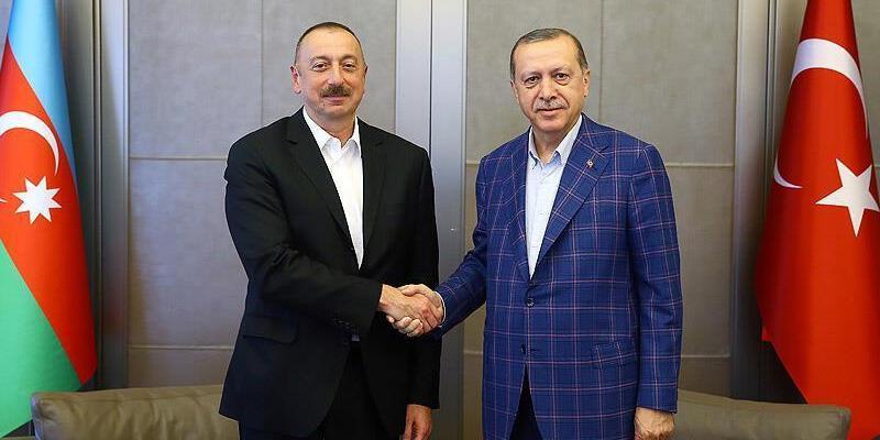 Cumhurbaşkanı Erdoğan, İlham Aliyev'i Azerbaycan'ın Cumhuriyet Günü dolayısıyla kutladı