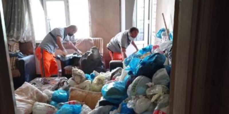 Yaşlı kadının ölü bulunduğu evden 3 kamyon çöp çıktı