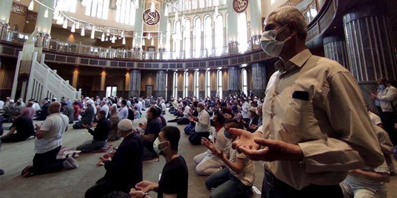 Taksim Camisi'nde ikindi namazı kılındı