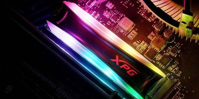 RGB aydınlatmalı SSD disk
