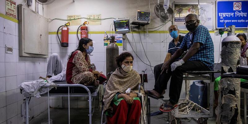 Hindistan'da son 24 saatte COVID-19'dan 3 bin 460 kişi öldü