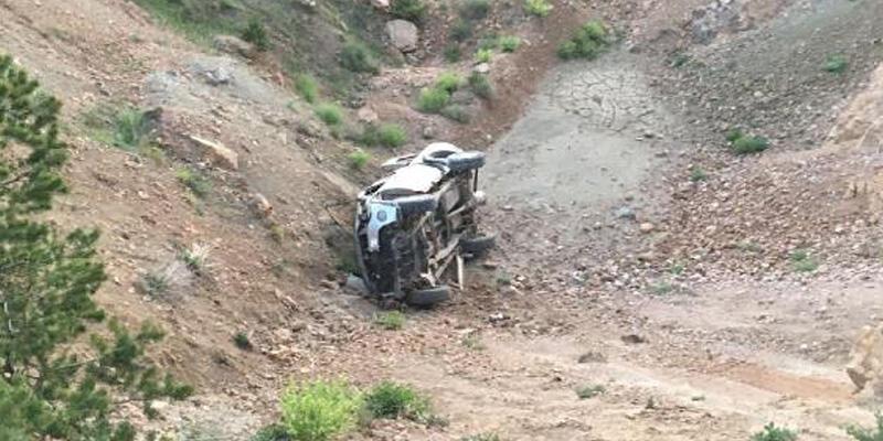 Kamyonet şarampole devrildi; karı- koca öldü, 4 kişi yaralandı