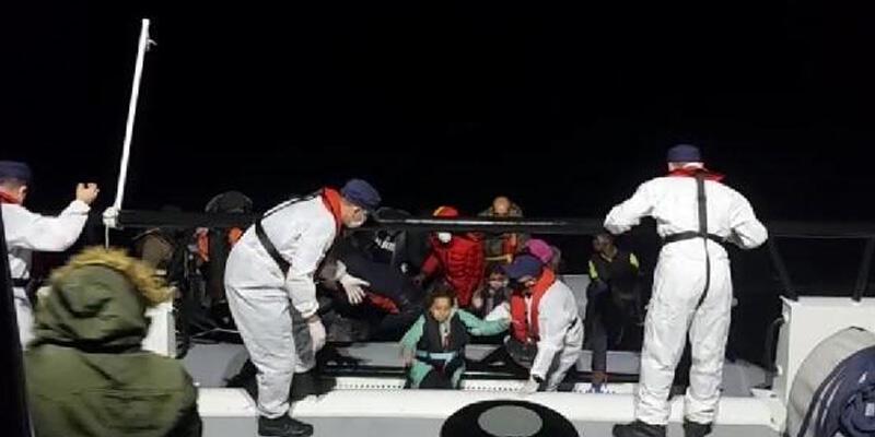 Çeşme açıklarında 74 kaçak göçmen kurtarıldı