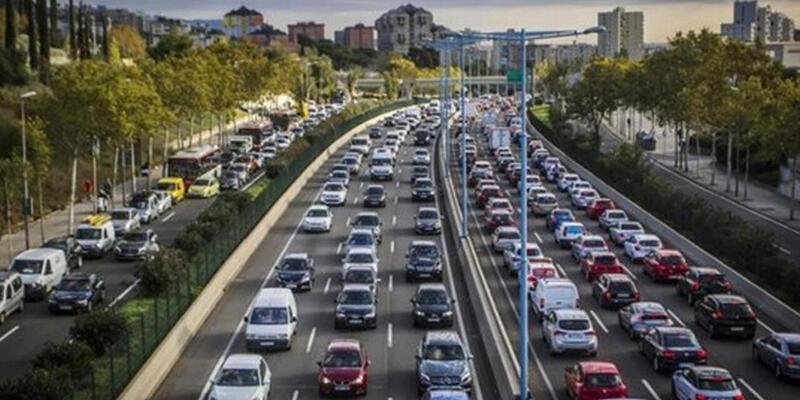 Son dakika: Şehirler arası seyahat yasağı var mı? İller arası özel araçla seyahat yasak mı?