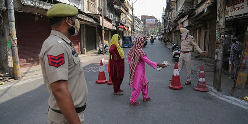 Hindistan'da Kovid-19 salgınında günlük vaka sayısı son haftaların en düşük seviyesinde