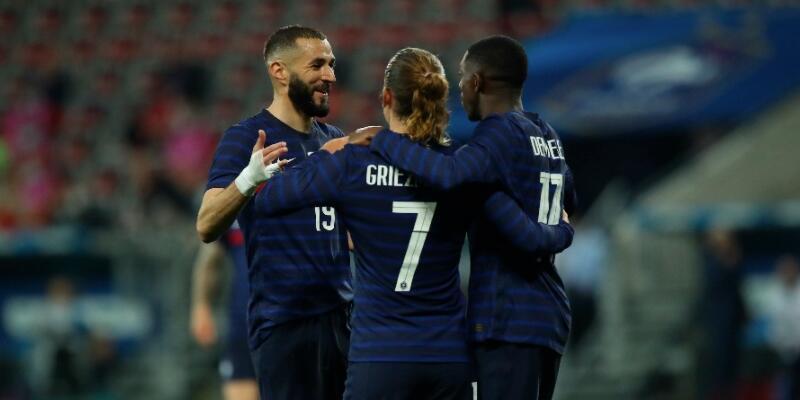 Milli takıma dönen Benzema penaltı kaçırdı