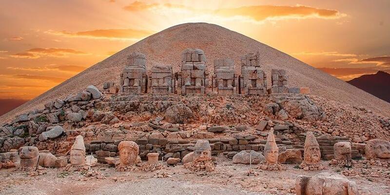 Nemrut Dağı Nerede? Nemrut Dağı'na Nasıl Gidilir? Nemrut Dağı Hakkında Bilinmesi Gerekenler
