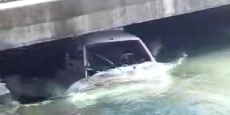 Hafif ticari araçla çarpışan otomobil, sulama kanalına uçtu: 3 yaralı