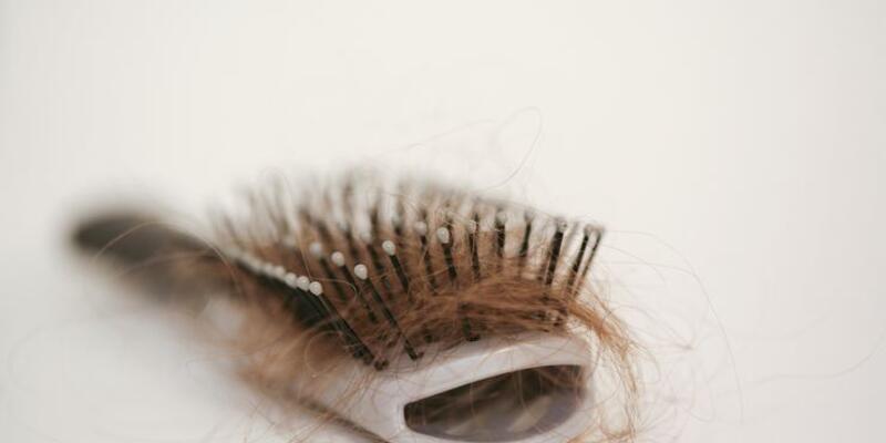 Koronavirüs erkeklerde unutkanlık, kadınlarda saç dökülmesi yaptı