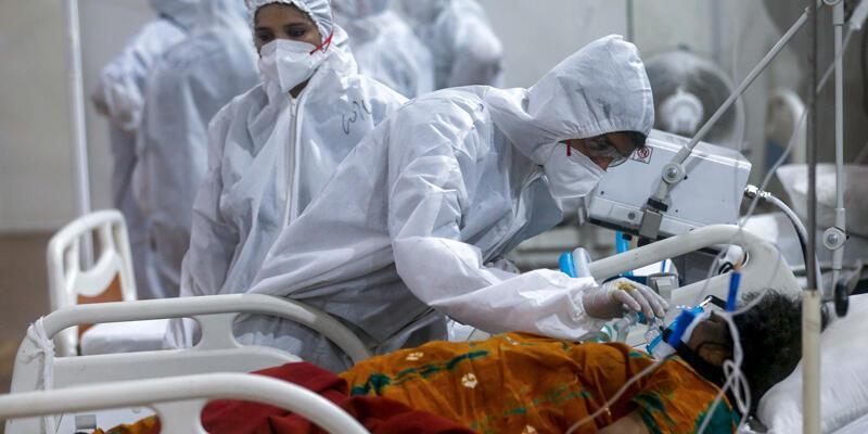 Hindistan'da son 24 saatte 2 bin 677 kişi COVID-19'dan hayatını kaybetti