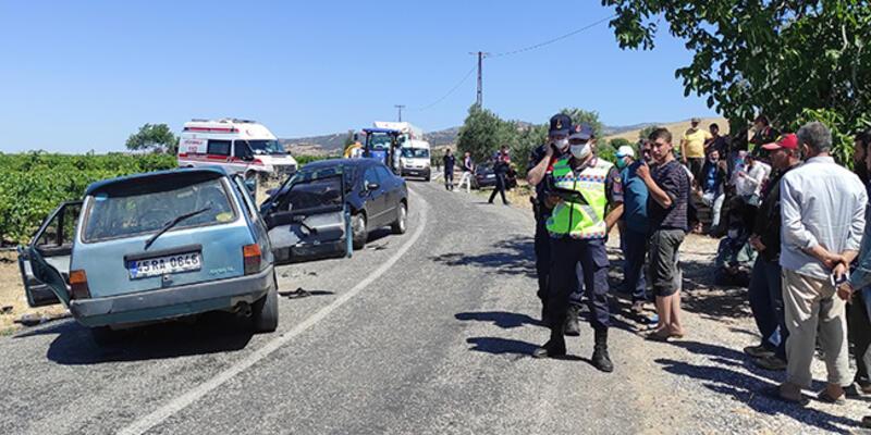 Manisa'da iki otomobil çarpıştı: 2 ölü