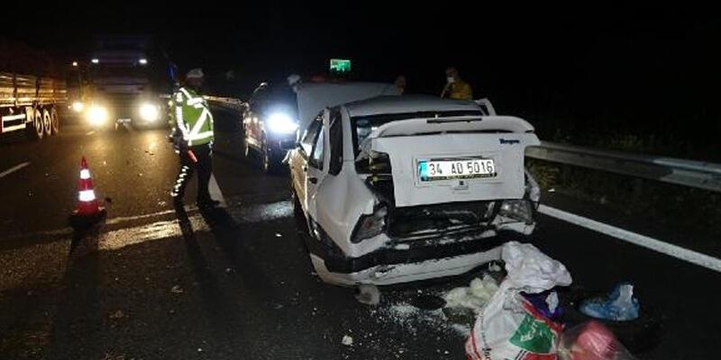 TEM Otoyolu'nda 3 araç çarpıştı: 2 yaralı