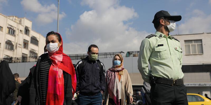 İran'da son 24 saatte COVID-19'dan 120 kişi hayatını kaybetti