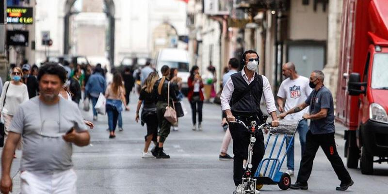 İtalya'da son 24 saatte Kovid-19'dan 65 kişi hayatını kaybetti