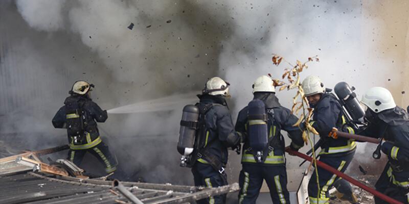 Bölgede endişe yarattı; Yanan evdeki patlamalar mahalleliyi sokağa döktü