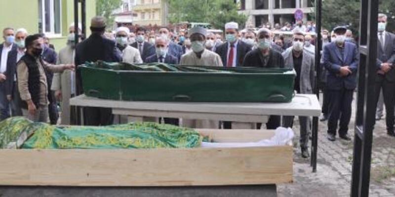 Askeri aracın devrildiği kazada ölen 2 kardeş, toprağa verildi
