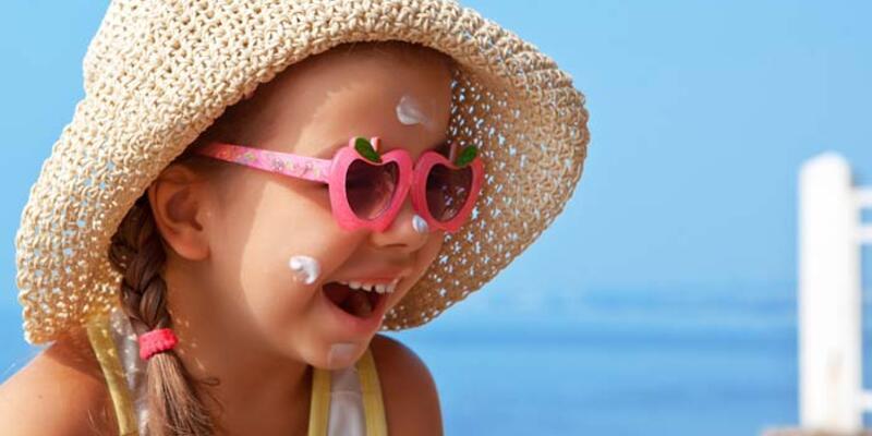 Çocuklukta güneşe maruz kalmak cilt kanseri riskini 2 kattan fazla artırıyor