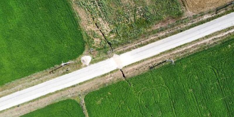Afyonkarahisar'da arazide oluşan yarık 2 kilometreye ulaştı