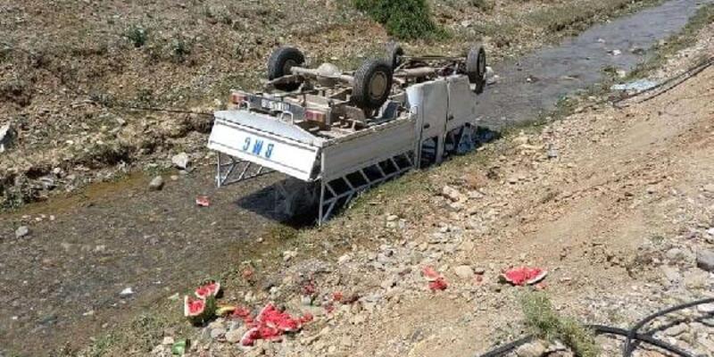 Kamyonet su kanalına düştü: 5 yaralı