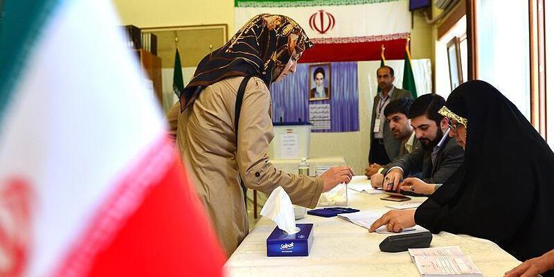 İran'da 13. Cumhurbaşkanlığı Seçimleri için oy verme işlemi uzatıldı