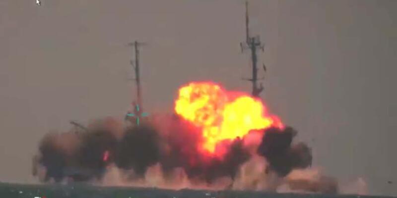 Bakan Varank, Atmaca'nın vurduğu geminin görüntüsünü paylaştı