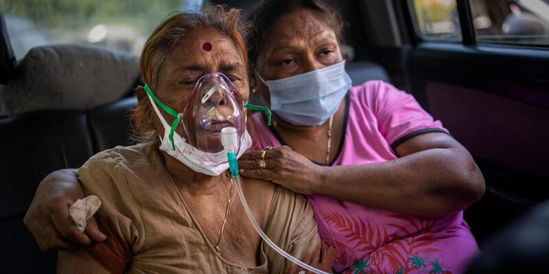 Hindistan'da COVID-19 salgınında günlük vaka sayısı azalmaya devam ediyor