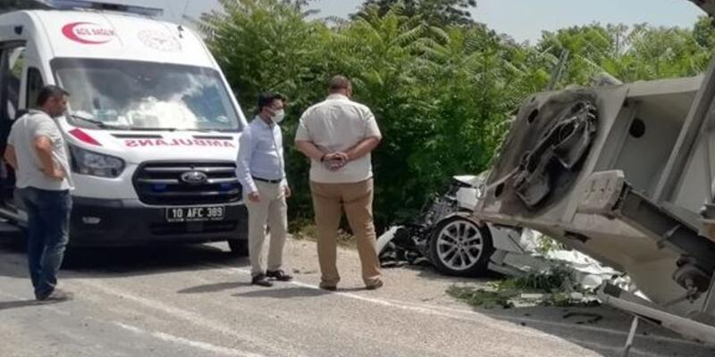 Balıkesir'de zincirleme trafik kazası: 3 ölü, 3 yaralı